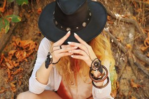 Autumn fashion jewelry boho Aparticle lady with hat bohemian style jewellery